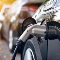 รายงานเผย ต้นทุนเชื้อเพลิงเฉลี่ยของรถยนต์ไฟฟ้าถูกกว่ารถน้ำมันราว 2 เท่า